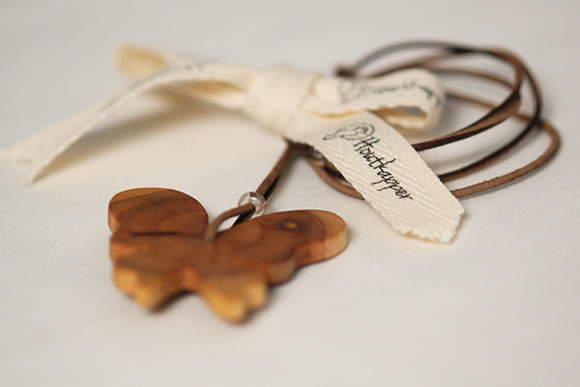 Houtkapper - hand-carved butterfly necklaces