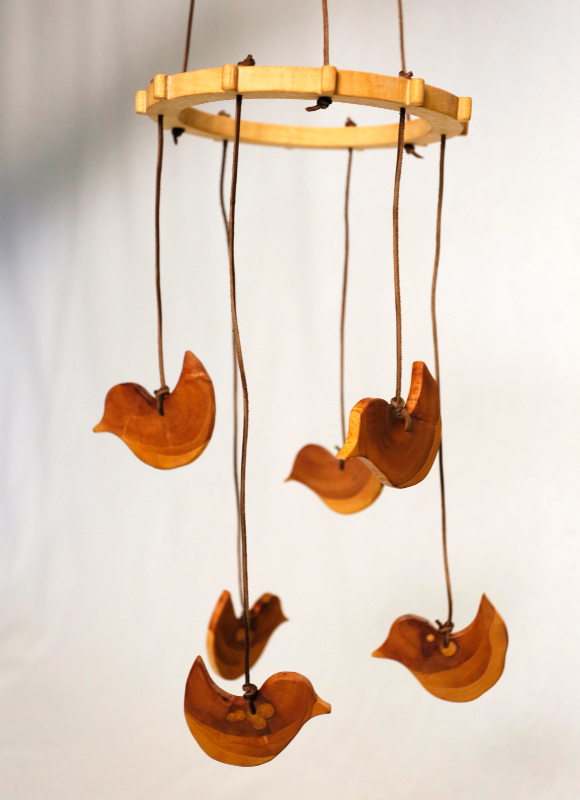 Houtkapper - hand carved bird mobile - sustainable baby toys