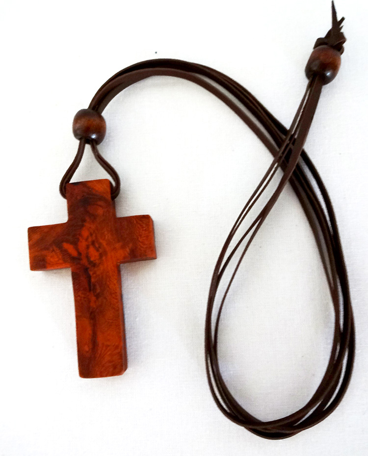 Houtkapper's wooden cross necklace is finished with a leather strap.